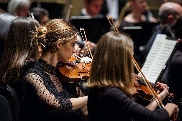 Violinists Taya Ricker and Monika Wilmot